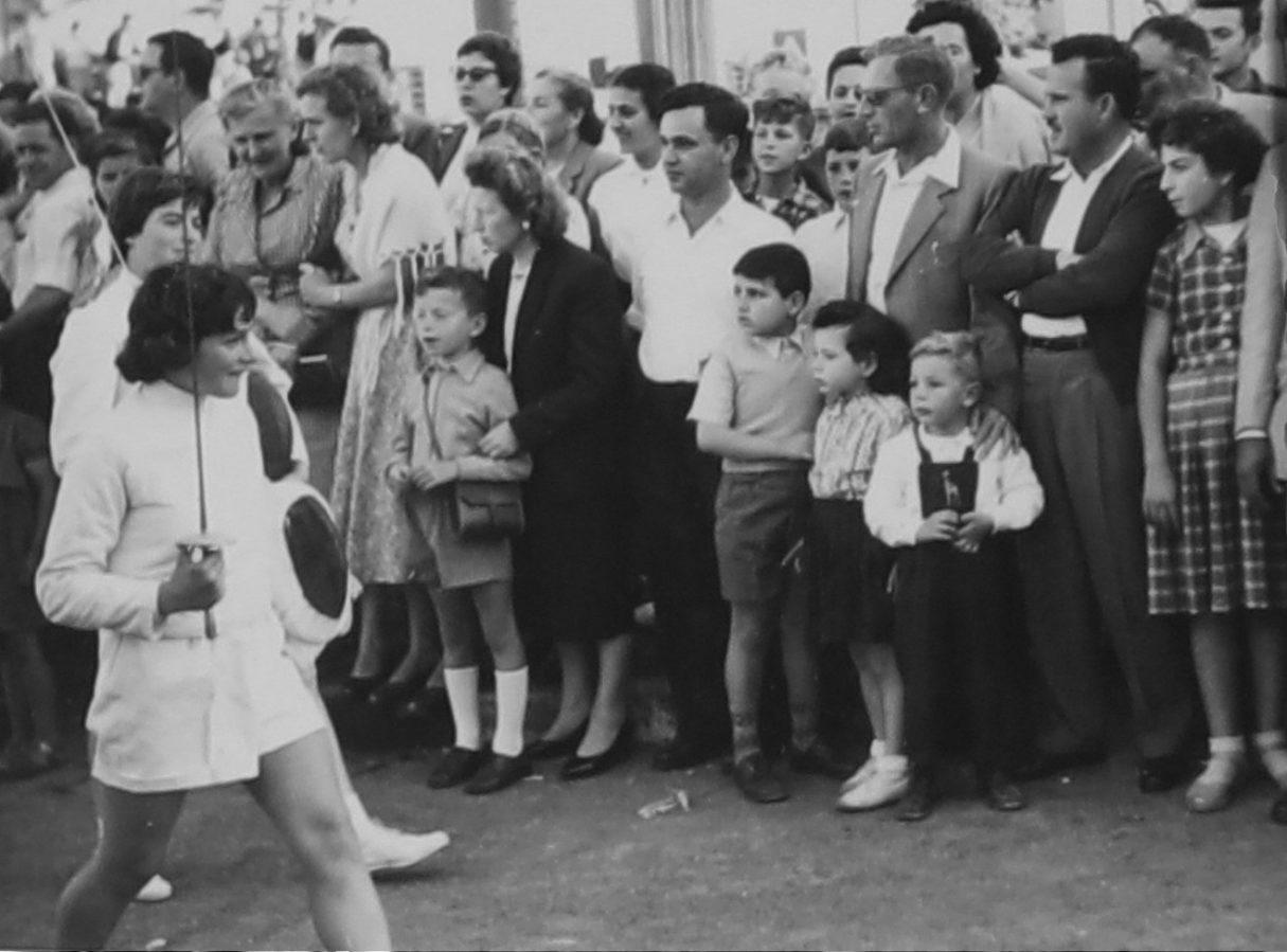 חארדה כהן ליכטמן צעדת אחד במאי בבית הקרנות חיפה, 1957