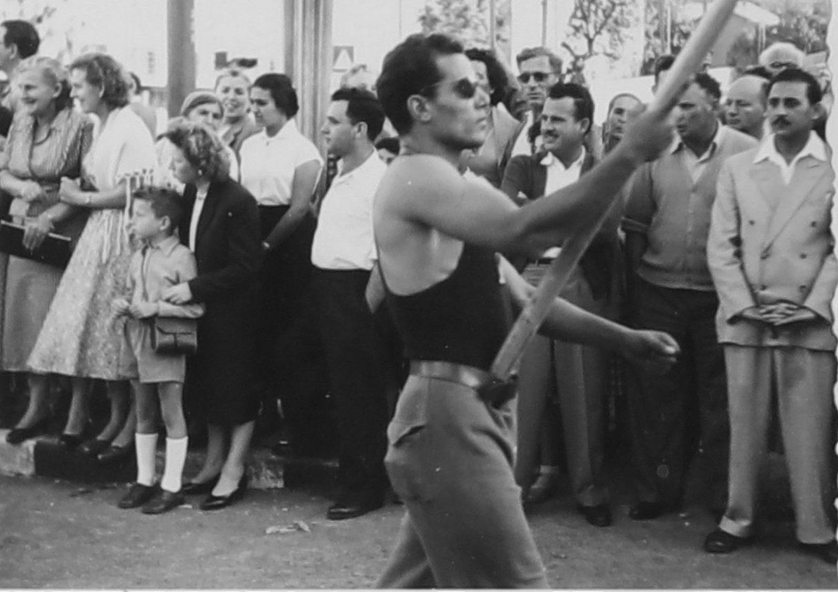 חארדה כהן ליכטמן צעדת אחד במאי בבית הקרנות חיפה, 1957.jpg2