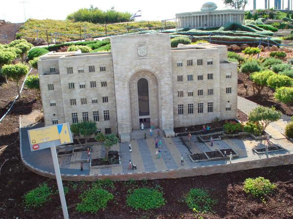 """בניין העירייה: השקת האירוע ופתיחת התערוכה """"הכרמל"""" של סטפני קלוס"""