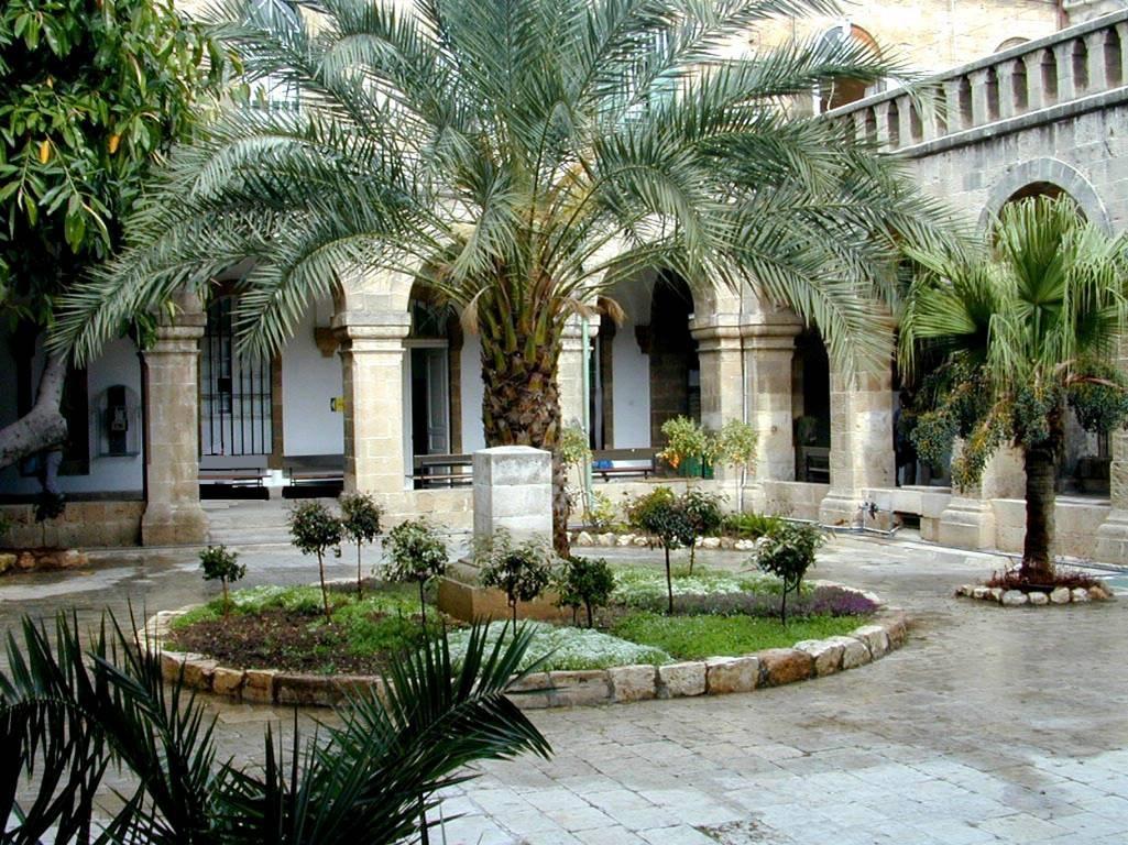 מנזר זאווארה ובניין מנדלסון